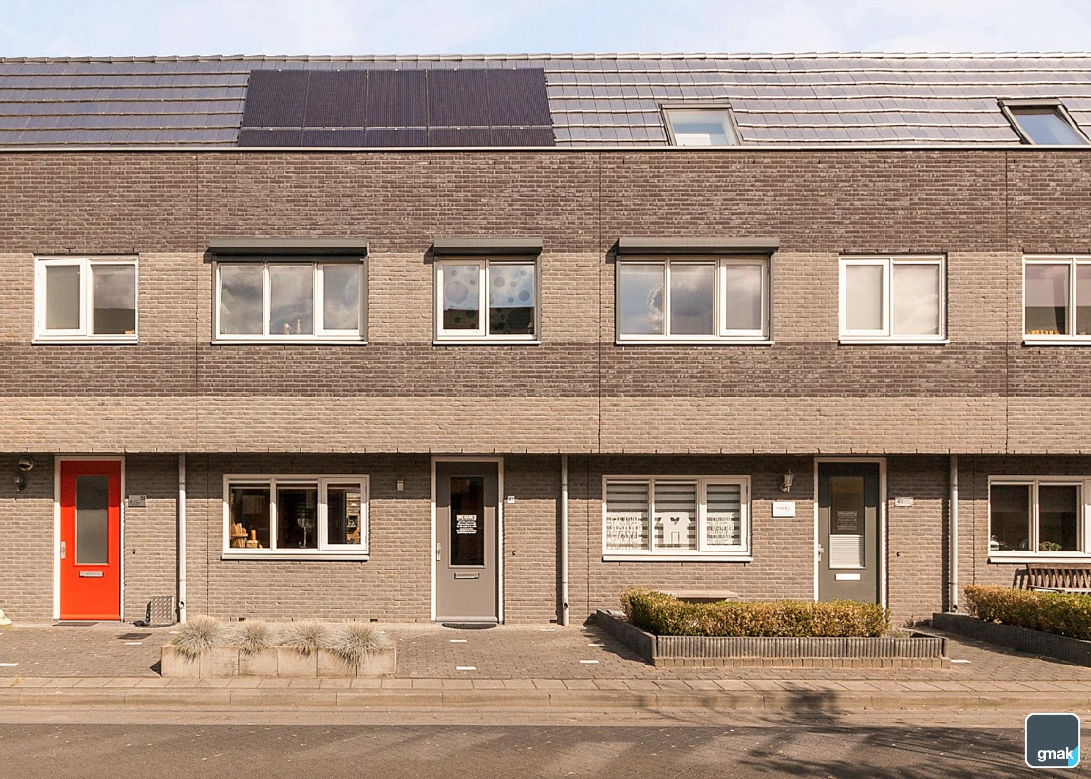 Woning aanzicht, zonnepanelen